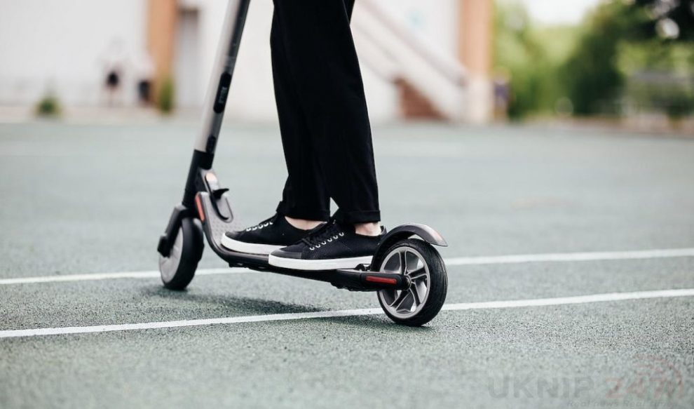 man on electric mobility scooter mugged at knifepoint in brighton