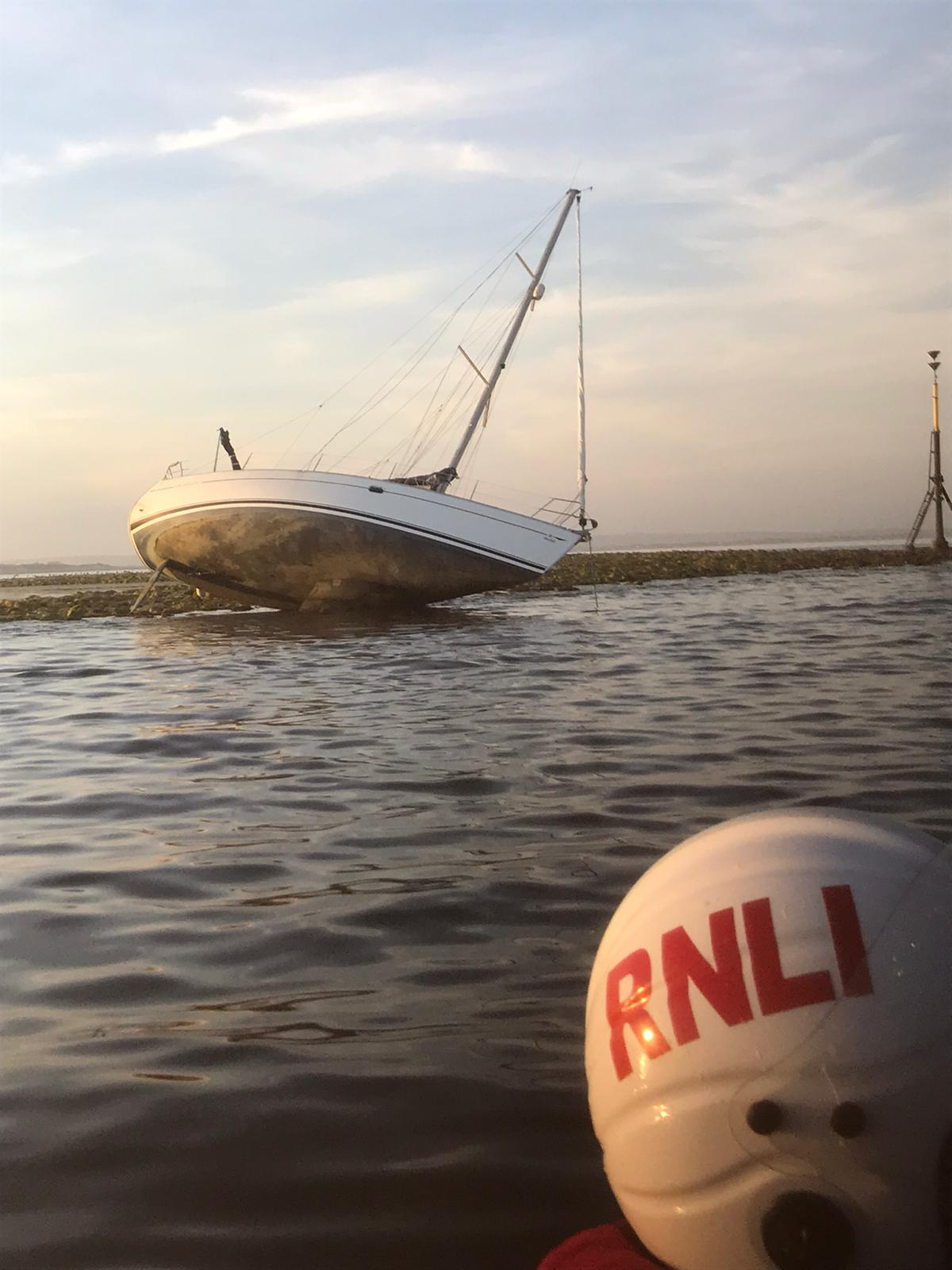 Yacht runs aground on Mixon rocks off Selsey Bill