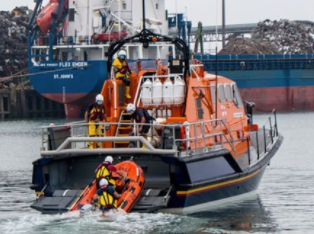 Pile of clothing sparks search involving two lifeboats in Brighton
