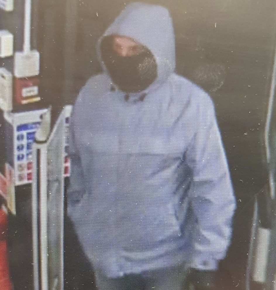 Manhunt for Robber after Worthing  Co-op staff are threatened